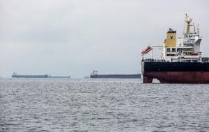 Navios em fila em Paranaguá: gasto extra de até US$ 40 mil por dia