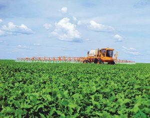 Gafanhoto-Uniport-300028-br-jogando-veneno-herbicida-em-plantacao-14-02-06